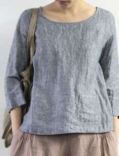 Simple understated blue linen top - very classy. This design is dependent upon the neckline fitting perfectly so thst it lies flat. Fashion Mode, Fashion Outfits, Womens Fashion, Latest Fashion, Fashion Tips, Sewing Clothes, Diy Clothes, Dress Sewing, Clothing Patterns