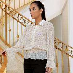 """781 curtidas, 32 comentários - Luzia Fazzolli (@luziafazzollioficial) no Instagram: """"Invista na sofisticação da blusa de poá com detalhes super charmosos"""" Ruffle Blouse, Clothes For Women, Instagram, Clothing, Fashion, Outfits, Shirts, Outerwear Women, Moda"""