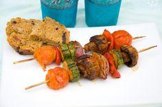 vegan Souvlaki ;)  http://www.vivalasvegans.de/rezepte/hauptgerichte/mariniertes-grillgem%C3%BCse/