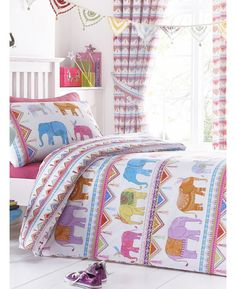 This Carnival Elephants Single Duvet Cover and Pillowcase Set features rows of colourful elephants with pretty bunting borders.