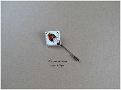 Fibule / Broche en porcelaine - Mlle Marie - antoinette