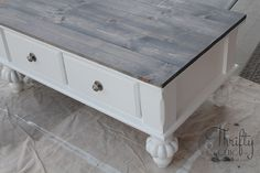 How to update an old coffee table into a cute farmhouse style one! With Minwax Classic Grey Stain Refurbished Coffee Tables, Antique Coffee Tables, Painted Coffee Tables, Farmhouse Style Coffee Table, Diy Farmhouse Table, Coffee Table Makeover, Diy Coffee Table, Diy Kitchen Shelves, Stained Table