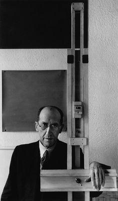 Piet Mondrian, New York, NY, 1942. Photographer Arnold Newman. Pieter Cornelis Mondrian (1872-1944), Dutch painter, an important contributor to the De Stijl art movement.