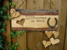 *Herzlich Willkommen bei Familie...*   Ein _großes,rustikales_ Türschild für die Wand.  Das Schild hat eine Größe von : 62 x 32 x 2,5 cm  Den Familien-Namen schreibe ich _ohne_ Mehrkosten...
