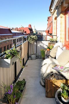 Love how plush this tiny balcony feels...