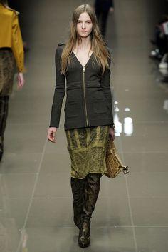 Burberry Fall 2010 Ready-to-Wear Fashion Show - Amanda Norgaard