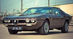 Quels sont les modèles les plus emblématiques des années 1970 ? Peugeot, Renault, Citroën, Simca, BMW, Porsche, Lancia… auto-moto vous propose de voyager dans le temps sur la planète automobile.