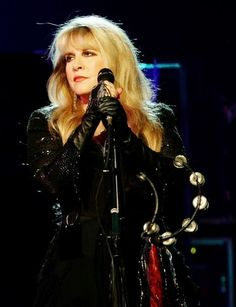 Stevie Nicks ,,,,,have always ❤'d her!!!  What a voice!