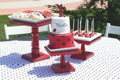I fell in LOVE with this birthday party when I first saw it.  Now I just need a little girl to throw it for.... :)