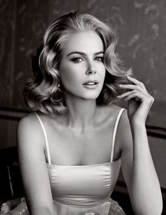 Nicole Kidman by Patrick Demarchelier for Vanity. (Suicide Blonde) lesbeehive: Nicole Kidman by Patrick Demarchelier for Vanity.lesbeehive: Nicole Kidman by Patrick Demarchelier for Vanity. Christina Aguilera, Christina Hendricks, Most Beautiful Women, Beautiful People, Stunning Women, Vanity Fair Magazine, Patrick Demarchelier, Actrices Hollywood, Monica Bellucci