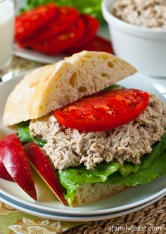 A classic Turkey Salad Sandwich recipe - If you loved our Copycat Willow Tree Chicken Salad, you'll love this Turkey Salad too!hate turkey but hubby would love this. Turkey Salad Sandwich, Soup And Sandwich, Sandwich Recipes, Salad Recipes, Tapas, Beste Burger, Leftover Turkey Recipes, Turkey Leftovers, Turkey Dishes