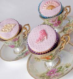 Cupcakes in vintage teacups ♥ (via Cupcakes♥Mini cakes / Cupcakes in a vintage teacup - cute! Elegant Cupcakes, Fancy Cupcakes, Pretty Cupcakes, Beautiful Cupcakes, Royal Cupcakes, Tea Cupcakes, Valentine Cupcakes, Elegant Desserts, Custom Cupcakes