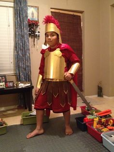 Diy duct tape Roman costume gold duck tape and cardboard. Diy Costumes, Halloween Costumes For Kids, David And Goliath Craft, Roman Soldier Costume, Spartan Costume, Christmas Skits, Saint Costume, Gladiator Costumes, Biblical Costumes