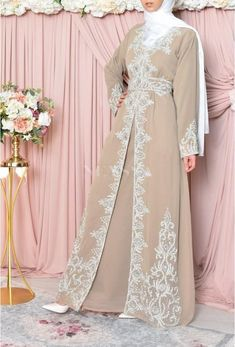 Abaya Dubai, Abaya Style, Gold Evening Dresses, Evening Gowns, Abaya Fashion, Modest Fashion, Gold Dress, Pink Dress, Aid El Fitr