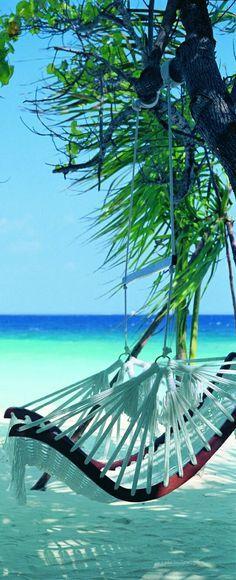 Cocoa Island Resort Maldives   Beach swing
