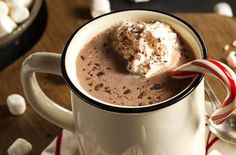 It's so easy and can save you money to make your own homemade hot chocolate recipe at home. This recipe is basic and tastes AMAZING! Homemade Hot Chocolate, Hot Chocolate Bars, Hot Chocolate Recipes, Basic Hot Chocolate Recipe, Hot Chocolate Pictures, Hot Cocoa Recipe, Cocoa Recipes, Yummy Drinks, Yummy Food