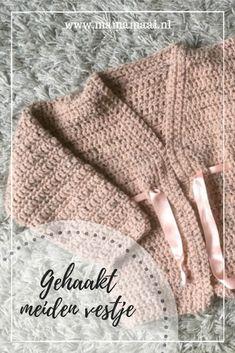 Gehaakt meiden vestje - Mama Maai Diy Crochet, Crochet Top, Brei Baby, Cross Stitch Alphabet Patterns, Crochet Baby Clothes, Baby Vest, Arm Warmers, Ibiza, Winter Hats