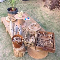 Setting up some loose parts play in the beautiful sunshine today ☀ Reggio Inspired Classrooms, Reggio Classroom, Outdoor Classroom, Preschool Classroom, Classroom Ideas, Reggio Emilia, Play Based Learning, Early Learning, Deconstructed Role Play
