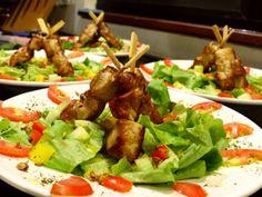 Entrée - fresh leaf lettuce with chicken kebab