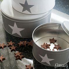 Set blikken met ster #nanaas #woonaccessoires #opbergen #blikken #star http://www.mijnwebwinkel.nl/winkel/nanaas/a-36572330/opbergen/set-blikken-met-ster-wit-grijs/