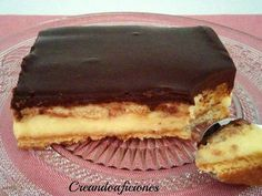 Grandma's pie, with homemade custard (in Spanish) Just Desserts, Delicious Desserts, Dessert Recipes, Yummy Food, Spanish Chocolate, Cuban Cuisine, Sweet Tarts, Cake Shop, Food Truck