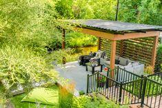 Salon extérieur avec pergolas Sun Louvre. Modern Backyard, Backyard Landscaping, Louvre, Brisson, Facade, Gazebo, Outdoor Structures, Landscape, Spas