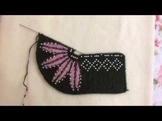 Der Neuen 7 : Beaded Booties Making - gedetailleerde expressie Crochet Wool, Knitted Slippers, Tunisian Crochet, Crochet Slippers, Crochet Baby, Crochet Square Patterns, Crochet Patterns For Beginners, Knitting Patterns, Diy Crafts Crochet