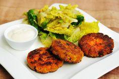 von veganen Küchengelüsten und anderen Dingen...: Karotten-Zucchini-Hirse-Laibchen mit Knoblauchdip
