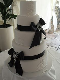 Black tie cake by Cotton and Crumbs