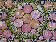 Matyo wall hanging Hungarian Embroidery, Lace Embroidery, Embroidery Patterns, Machine Embroidery, Textiles, Ribbon Work, Hungary, Folk Art, Stitch