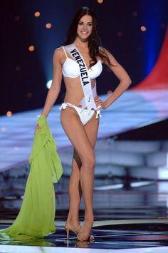 Monica Spear Miss Venezuela durante su presentacion en Traje de Baño la Noche Final del Miss Universe 2005.. by Antoni Azocar..