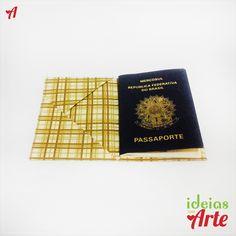 Dimensões 9,5 x 13 cm (fechado) / 19 x 13 cm (aberto)    Porta-documentos feito em tecido impermeabilizado, sem cortes e costuras, utilizando a técnica de dobradura orinuno (ORI = dobrar e NUNO = tecido).  Forrado internamente.  Possui 6 compartimentos: para cartões, documentos e notas.  Funciona muito bem como capa para passaporte.    Cuidados com a peça: Para limpar passe uma escovinha macia umedecida, sem encharcar a peça.    *Pode ser encomendado em outras estampas e tamanhos.