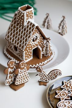 Baking gingerbread cookies // Piparit  http://ukkonooa.blogspot.fi/2014/11/joulun-tuoksua-baking-gingerbread.html