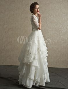 Elegantes Brautkleid mit Spitze-Ärmeln und stufigem Rock-No.2