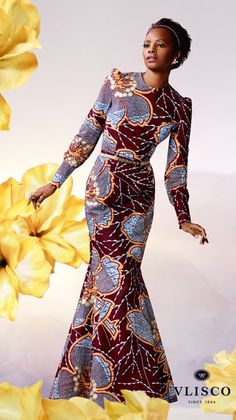 GOLDEN SILHOUETTE | This Limited Edition fabric with golden embellishment flatters any complexion, while the covered silhouette ensures that this dress is appropriate for a wide range of celebrations. | Vlisco - The True Original | #vlisco #thetrueoriginal #dutchwax #waxhollandais #waxhollandis #ankara #ankarastyle #africanprint #africanprintfashion #africanfashion