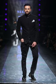Official Rohit Kamra Menswear Collection - Men's Designer Clothing including Sherwanis, Jackets for Men, Shirts & Breeches Exclusive Designs. India Fashion Week, Fashion 2017, Fashion Trends, Indian Men Fashion, Mens Fashion, Weather In India, Indian Groom Wear, Designer Suits For Men, Groom Outfit