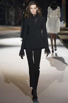 Ermanno Scervino Fall 2016 Ready-to-Wear Fashion Show