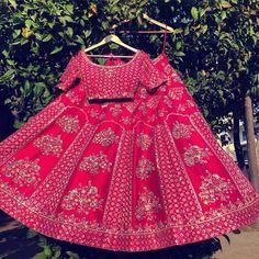 The perfect bubblegum bridal Lehenga 🌸🌸 Indian Bridal Outfits, Indian Bridal Lehenga, Red Lehenga, Indian Bridal Fashion, Indian Bridal Wear, Indian Designer Outfits, Pink Bridal Lehenga, Bollywood Lehenga, Designer Clothing