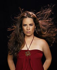 Holly Marie Combs as Piper Halliwell, in Charmed TV Series : 62 high-res pictures Piper was DVDbash's favorite Halliwell sister ! Enjoy Holly Marie Combs as Piper Halliwell in Charmed : Holly Marie Combs, Serie Charmed, Charmed Tv Show, Rose Mcgowan, Kaley Cuoco, Alyssa Milano, Pretty Little Liars, Charmed Season 8, Season 7