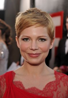 Trendy Hairstyles to Slim Your Round Face Michelle Williams Short Haircut - Pixie Hairstyles for Round Face ShapeMichelle Williams Short Haircut - Pixie Hairstyles for Round Face Shape Easy Hairstyles For Medium Hair, Pixie Hairstyles, Hairstyles With Bangs, Trendy Hairstyles, Fringe Hairstyles, Modern Haircuts, Pixie Haircuts, Celebrity Hairstyles, Wedding Hairstyles