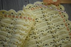 Copertina+con+maglie+alte+e+petali Christmas Crafts Sewing, Sewing Crafts, Baby Blanket Crochet, Crochet Baby, Crochet Crocodile Stitch, Crochet Flowers, Arm Warmers, Crochet Projects, Free Pattern