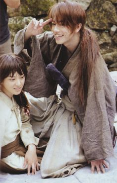 """Rurouni Kenshin"" - Takeru Satô as Kenshin Himura and Emi Takei as Kaoru Kamiya Japanese Film, Japanese Drama, Japanese Culture, Japanese Men, Action Movies, Rurouni Kenshin Movie, Kenshin Le Vagabond, Era Meiji, Costumes"