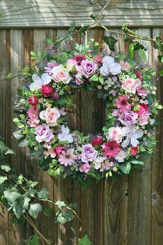 celoroční věnec Floral Wreath, Wreaths, Home Decor, Homemade Home Decor, Flower Crowns, Door Wreaths, Deco Mesh Wreaths, Interior Design, Home Interiors