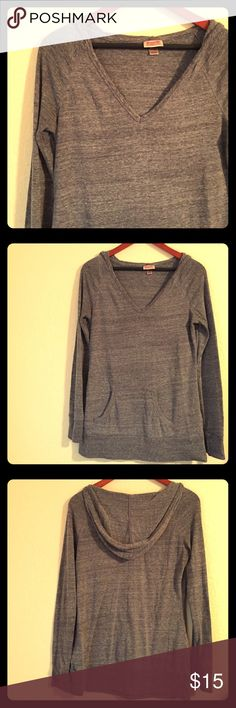Comfortable Mossimo Light Weight Hoodie Sweater Excellent pre-loved condition sweater hoodie by Mossimo. Beautiful neutral gray color with front pockets and long sleeves. Perfect for running errands or going to the gym! Mossimo Supply Co. Tops Sweatshirts & Hoodies