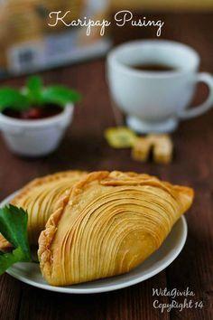 Karipap pusing, kue asli dari melayu malaysia atau biasa juga di sebut pastel singapore ... kata pusing sendiri yan...