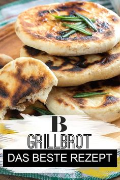 Das beste Rezept für ein schnelles Grillbrot Grilled bread: the best recipe. You don't have to be a baker to conjure up delicious barbecue bread! We show how easy the recipe works – you are guaranteed to succeed. Clean Eating Recipes, Clean Eating Snacks, Healthy Snacks, Healthy Recipes, Grilling Recipes, Gourmet Recipes, Snack Recipes, Bread Recipes, Snacks Sains