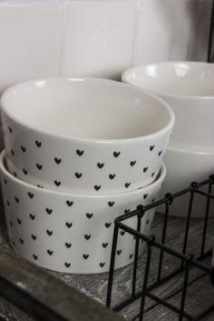 Bastion Collections Bowl White little heart Black - Porcelain Pens, Bowls, Cute Kitchen, Perfect Cup, Pottery Designs, Cute Mugs, Kitchen Utensils, Kitchen Accessories, Vintage Decor