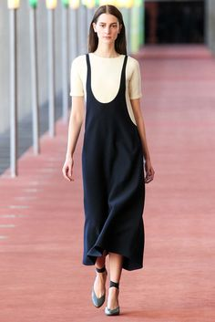 Lemaire | Fall 2015 Ready-to-Wear | 10 Monochrome short sleeve midi dress