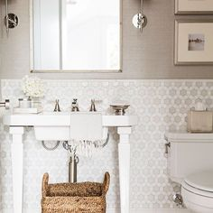 When it doubt, tile the wall. We're all heart eyes for this #powderroom over here! Who's with us? ✋ photo by @nicolegerulat