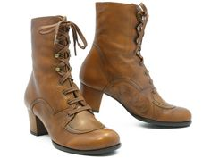 Chie Mihara Jonathan - so hard to find lace-up boots WITHOUT zippers! Love these!